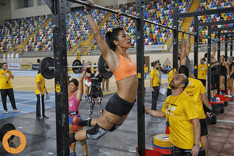 crossfit girl bar muscle up in crossfit competition