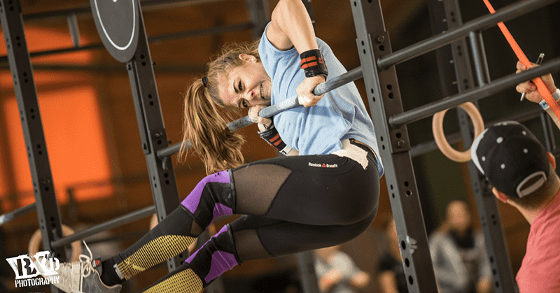 Crossfit girl performing Muscle up