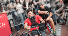 Crossfit coach helping a crossfitter