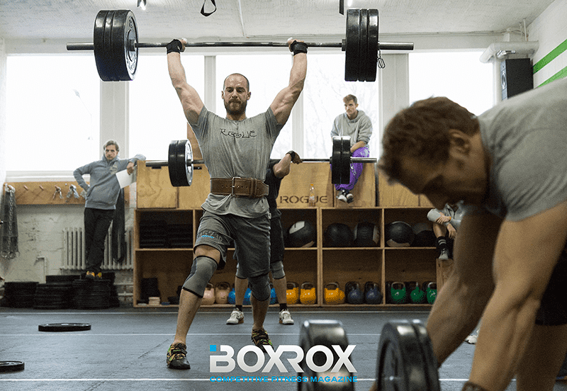 male crossfitter clean and jerk crossfit affiliate