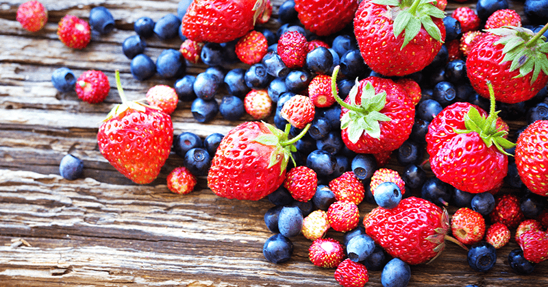 superfood berries blueberry strawberry on wood