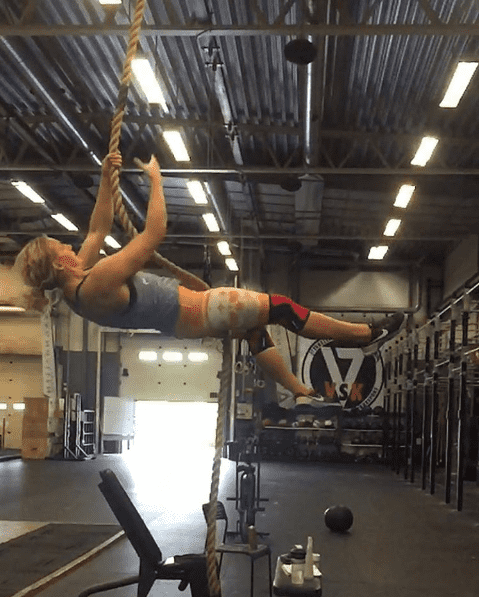 andrea berggren female crossfit athlete rope climb