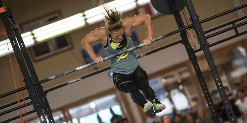 what is crossfit girl performs bar muscle up
