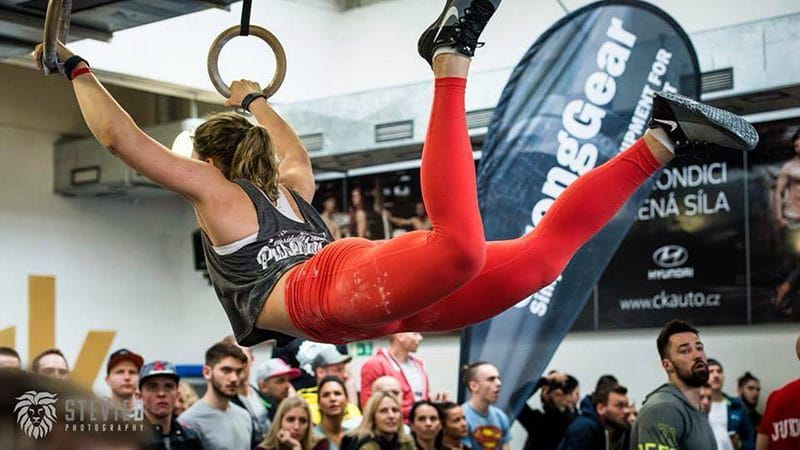 female crossfitter ring muscle up eating right