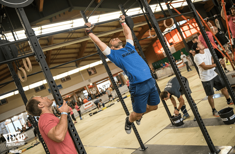 crossfit injury male athlete pull ups