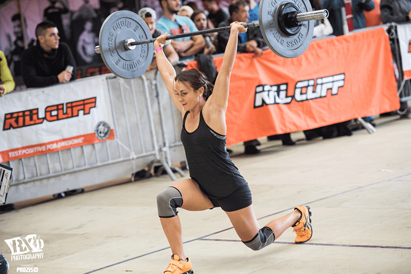 crossfit injury female athlete walking lunges