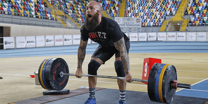 male crossfit athlete deadlift proper form