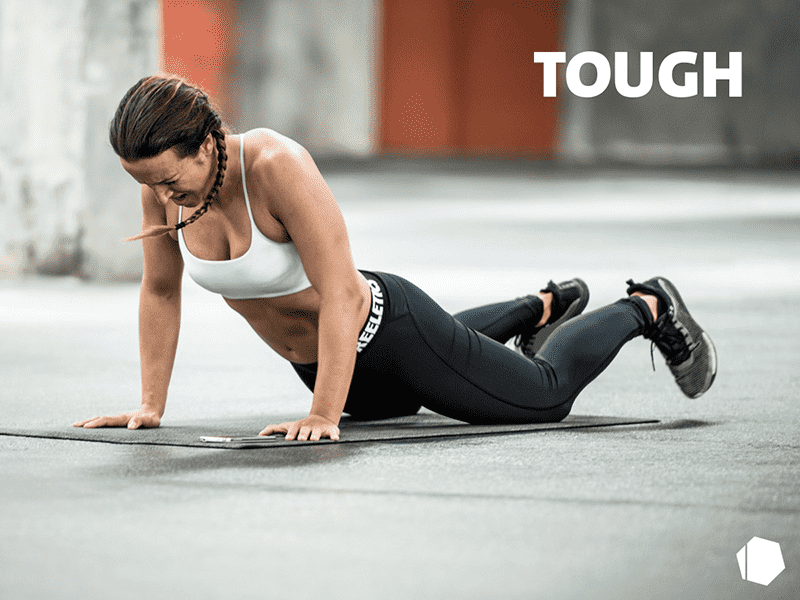 female freeletics athlete press ups