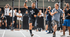 crossfit athlete doing endurance wods