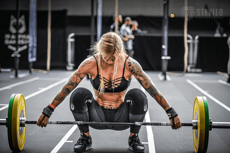 scapular health female crossfitter snatching