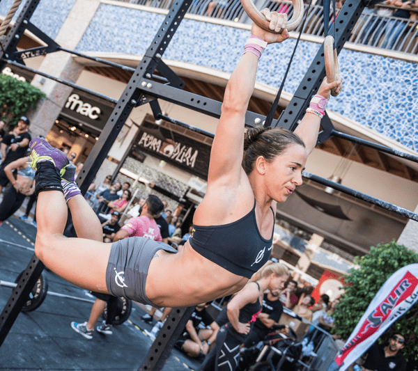 female crossfitter muscle ups