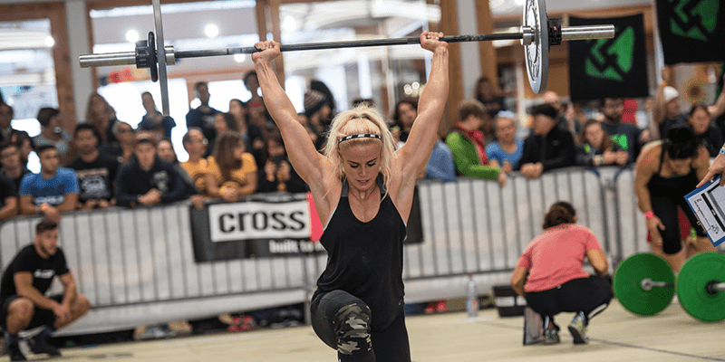 sara sigmundsdottir exercises walking lunges
