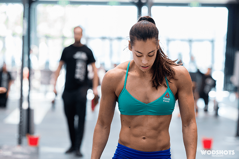 Crossfit-woman-looking-down