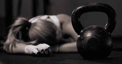Crossfit-woman-kettlebell