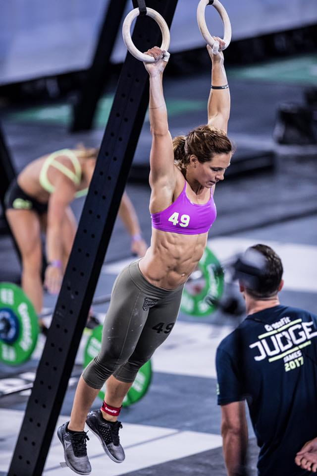 20 Awesome Action Shots Of Inspirational CrossFit Women