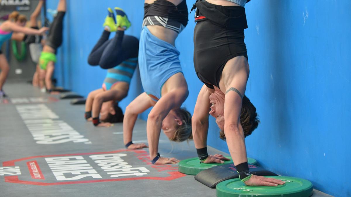 CrossFit Handstand Push Ups Shoulder Workouts