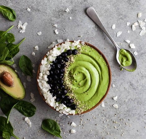 green smoothie bowl healthy eating