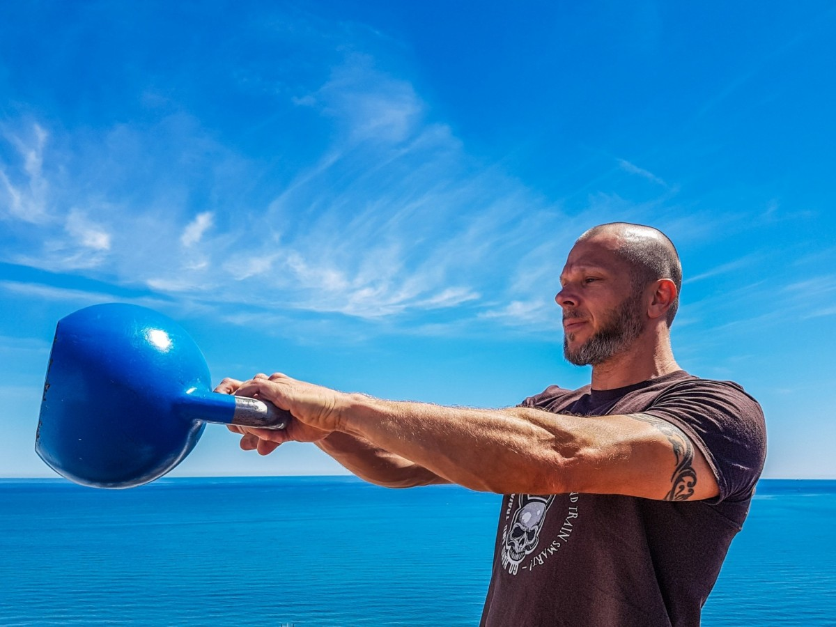 KETTLEBELL WORKOUTS  - cover