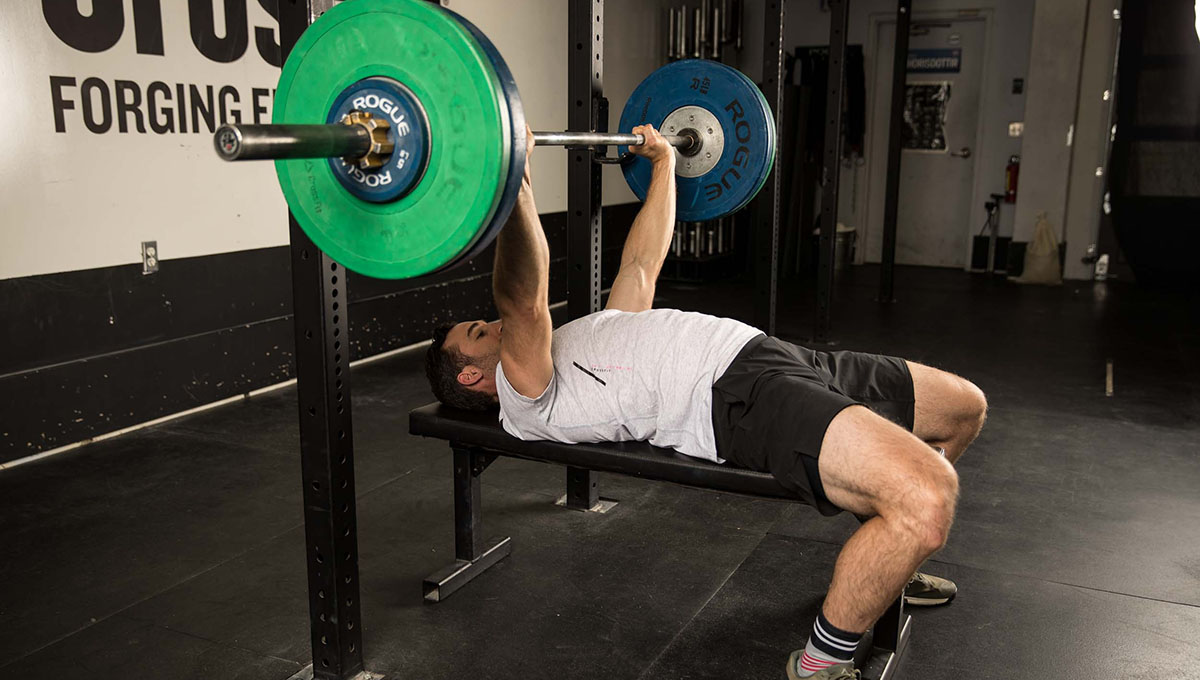 bench press works what muscles