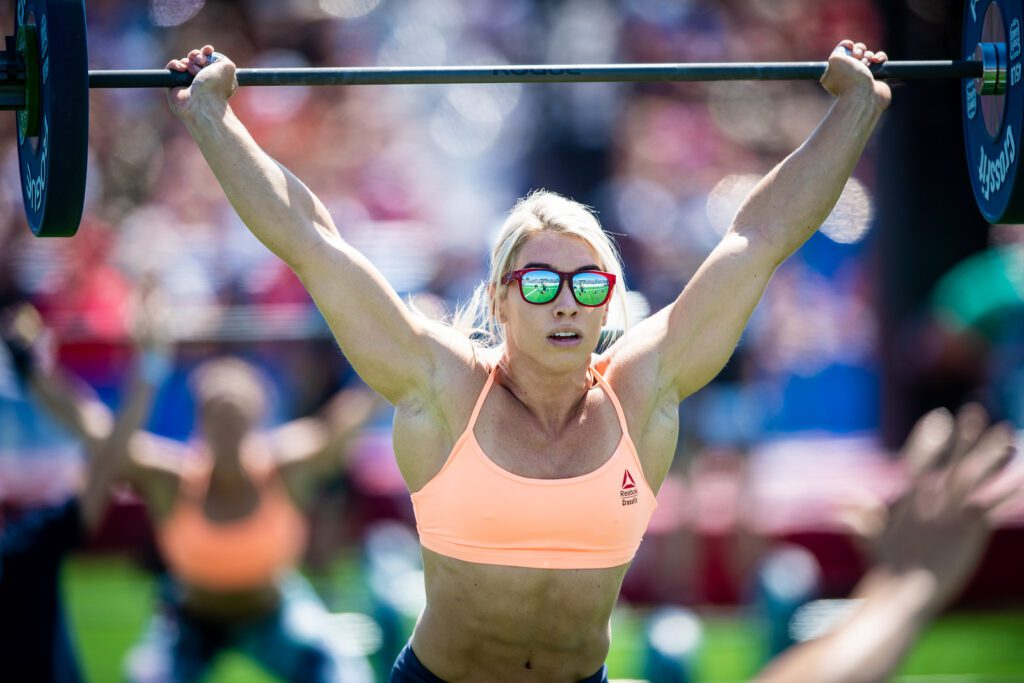 Colleen Fotsch showcases strength during snatch workout