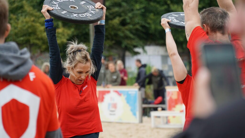 athletes work out at battle cancer berlin